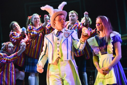 alice-in-wonderland-at-derby-theatre-3-the-cast-photo-credit-robert-day