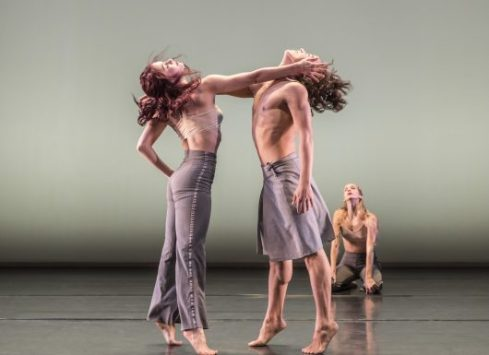 1516-danza-contemporanea-de-cubas-laura-rios-and-jose-a-elias-in-reversible-photo-johan-persson-530x385