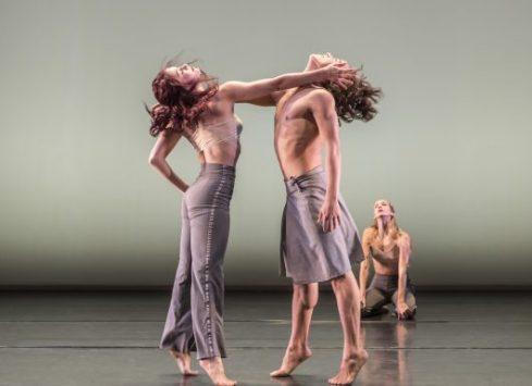 1516-danza-contemporanea-de-cubas-laura-rios-and-jose-a-elias-in-reversible-photo-johan-persson-530x385